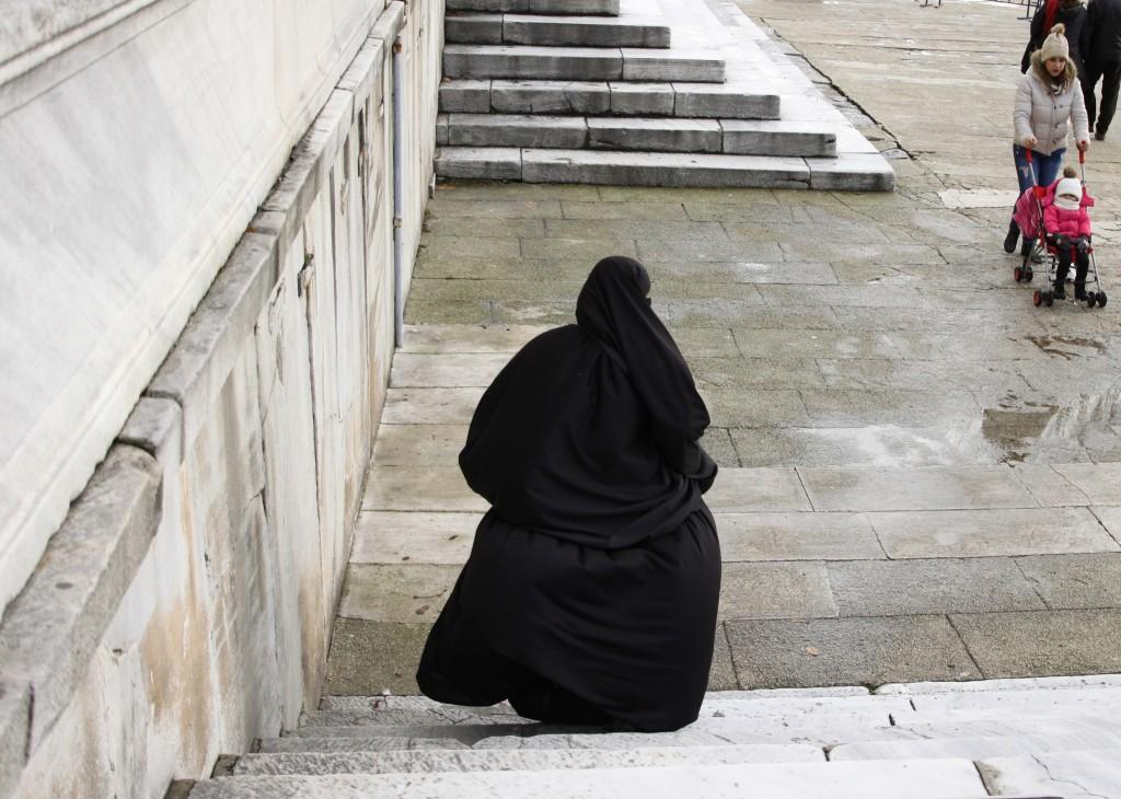 Istanbul: donne, attentati, cani, selfie, il Corano.
